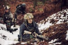 Kvinnasoldatmedlem av kommandosoldattruppen Royaltyfria Foton