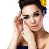 Kvinnastående i retro stilmode Royaltyfri Fotografi