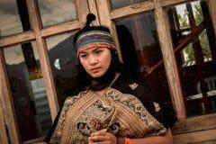 Kvinnastående Indonesien Royaltyfri Foto
