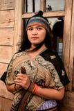 Kvinnastående Indonesien Fotografering för Bildbyråer
