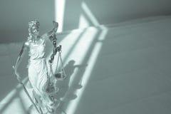 Kvinnastatysymbol av rättvisa Themis Royaltyfria Foton