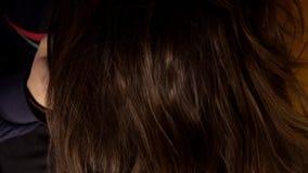 Kvinnastil hennes långa hår arkivfilmer