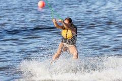 Kvinnastudie som wakeboarding Royaltyfria Foton