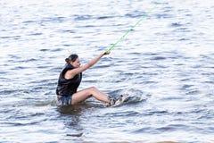 Kvinnastudie som wakeboarding Royaltyfri Fotografi