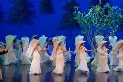 Kvinnavävaren- agerar först: `en för prinsessa för ` för drama för mullbärsträdträdgård-epos dans den siden-, arkivbild