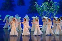 Kvinnavävaren- agerar först: `en för prinsessa för ` för drama för mullbärsträdträdgård-epos dans den siden-, arkivfoto