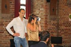 Kvinnavirtuell verklighetexponeringsglas, Nederländerna Royaltyfria Bilder