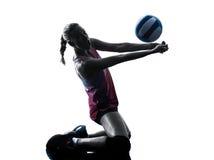 Kvinnavolleybollspelare isolerade konturn royaltyfria foton