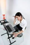 kvinnaworking Royaltyfri Bild