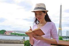 kvinnawriting Royaltyfri Foto