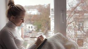 Kvinnawriting i dagbok lager videofilmer