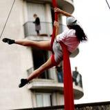 Kvinnlig akrobat Arkivbilder