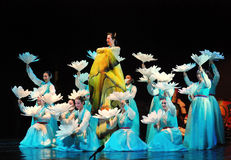 Kvinnlig aktör av den traditionella koreanska dansen Fotografering för Bildbyråer