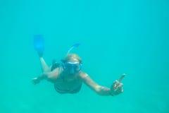 Kvinnlig apnea Hawaii Royaltyfria Foton