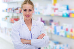 Kvinnlig apotekare fotografering för bildbyråer