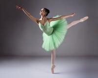 Kvinnlig balettdansör Arkivbild