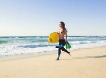 Kvinnlig bodyboarder Royaltyfri Fotografi