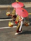 Kvinnlig butiksinnehavare i thailändskt Royaltyfri Fotografi