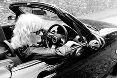 Kvinnlig chaufför arkivbilder