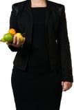 Kvinnlig chef som rymmer någon lätt funnen frukt Royaltyfri Foto