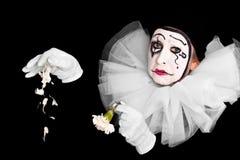 Kvinnlig clown med bruten hjärta Arkivbild