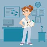 Kvinnlig doktor med skrivplattan i medicinskt rum arkivfoto