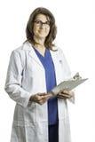 Kvinnlig doktor Wearing ett labblag Arkivbild