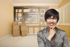 Kvinnlig för blandat lopp i rum med teckningen av underhållningenheten royaltyfri fotografi