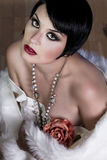 kvinnlig för brunett för 20-talstil härlig Royaltyfri Fotografi