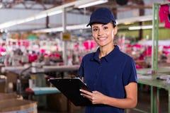 Kvinnlig fabriksarbetare Arkivfoto