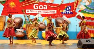 Kvinnlig Folk dansare av Sri Lanka arkivbilder