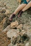 Kvinnlig fot i bruna skor Fotografering för Bildbyråer