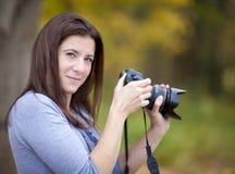 Kvinnlig fotograf arkivbild