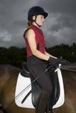 Kvinnlig hästrygg Rider Sitting On Horse Arkivfoto