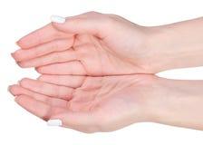 Kvinnlig hand två gömma i handflatan ber gest Arkivbild