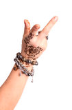 Kvinnlig handgest av den orientaliska dansen. Kvinnlig hand med hennaPA Royaltyfria Foton