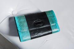 Kvinnlig handväska för litet läder arkivfoton