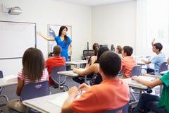 Kvinnlig högstadiumlärare Taking Class Arkivfoto