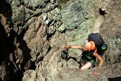 Kvinnlig hiker/klättrare i Korsika, Europa Arkivbild