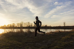 Kvinnlig jogger i morgonen Arkivfoton