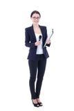 Kvinnlig journalist med mikrofonen och skrivplattan som isoleras på whit Arkivfoto