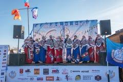 Kvinnlig kör på festivalvintergyckeln i Uglich, 10 02 2018 in Arkivfoto