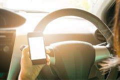 Kvinnlig körande bil Arkivfoton