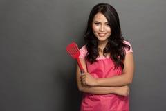 Kvinnlig kock eller husfru som är klar att laga mat Arkivbild