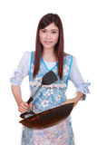 Kvinnlig kock som rymmer stekpannan isolerad på vit Fotografering för Bildbyråer