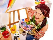 Kvinnlig konstnär på arbete. Royaltyfria Bilder