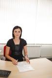 Kvinnlig kontorsarbetare Fotografering för Bildbyråer