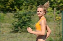 Kvinnlig löpare Fotografering för Bildbyråer