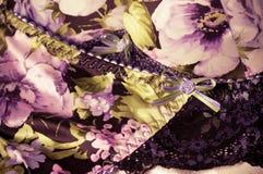 Kvinnlig lacy underclothesbakgrund Arkivfoto
