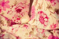 Kvinnlig lacy underclothesbakgrund Arkivfoton
